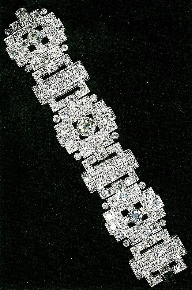 From Her Majesty S Jewel Vault The Wedding Gift Bracelet
