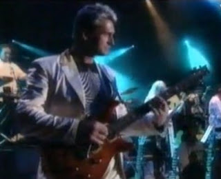 videos-musicales-de-los-90-mike-oldfield-man-in-the-rain
