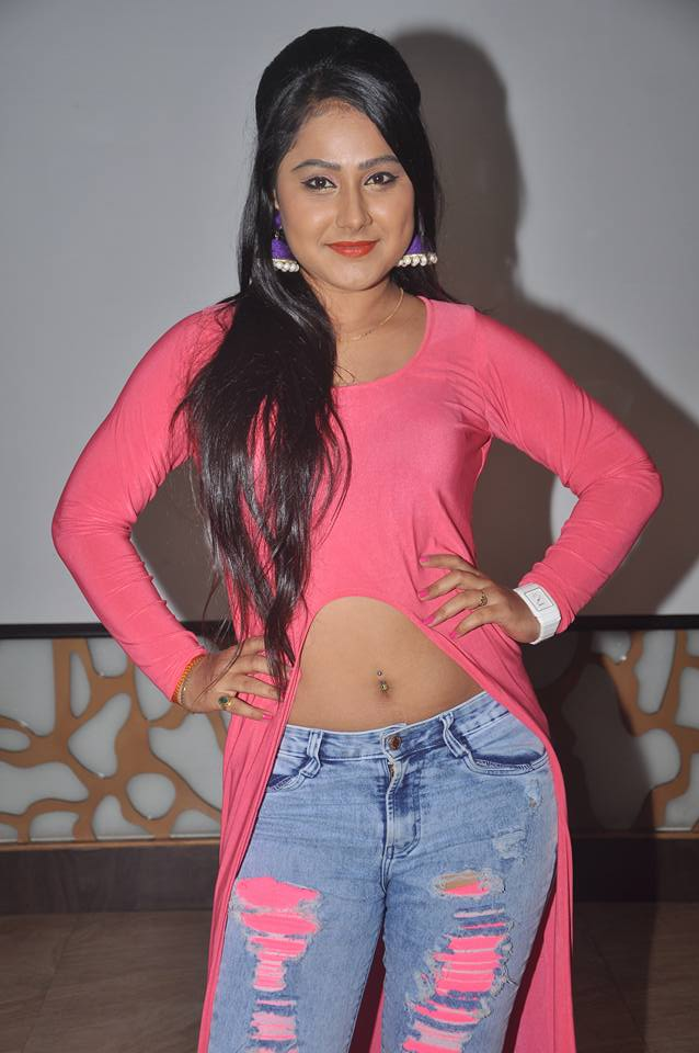Priyanka Pandit navel show photo