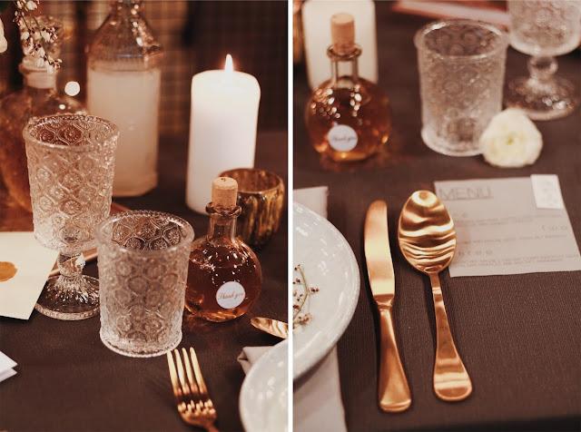 Konsultant ślubny, Wedding Planner, talk about love, romantyczny ślub, vintage, złoto. Zastawa stołowa, dekoracje na ślub, złote sztućce, karafka. Alternatywne Targi Ślubne. Targi Happy Together.