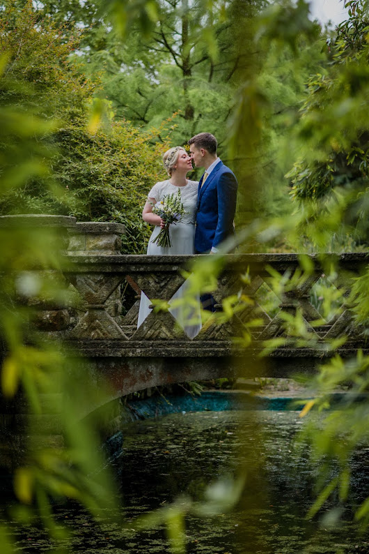 Ali & Mike's Relaxed Wedding in Bath's botanical Gardens