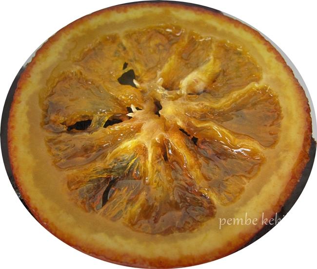 Karamelize portakal dilimi
