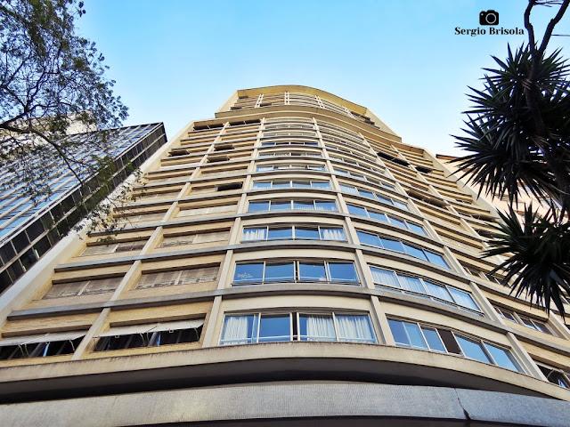 Perspectiva inferior da fachada do Edifício Barão de Alfenas - República - São Paulo