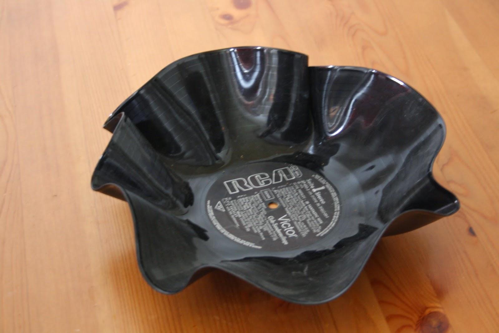 schallplatte als schale schallplatte als designerschale vinyl record lp recycle upcycle art. Black Bedroom Furniture Sets. Home Design Ideas