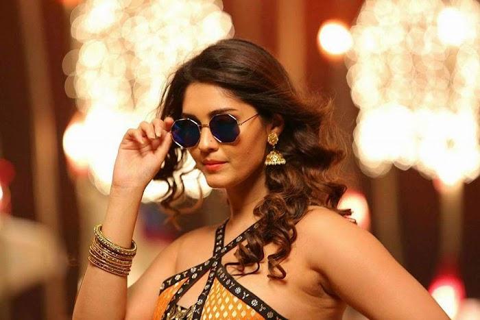 Actress Surabi Hot Item song Images in Okka Kshanam Movie