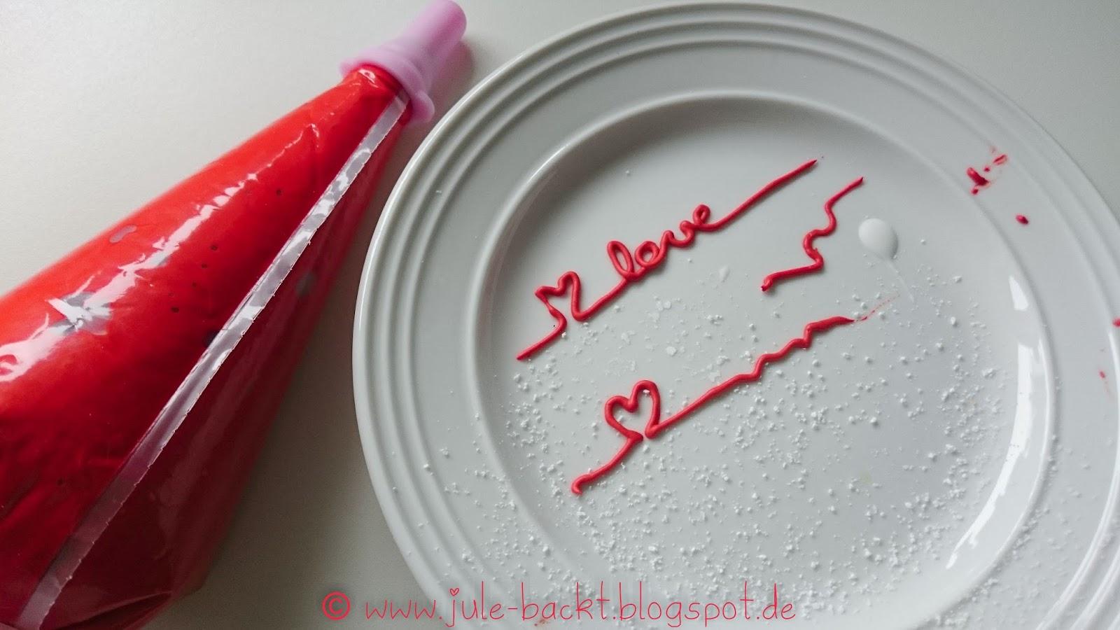 Aber Wie Schreibt Man Am Besten Auf Die Torte, Wenn Man Keine Kippbare  Trehplatte Besitzt? Senkrecht Schreiben Ist Wohl Nur Was Für Sehr Erfahrene  Oder ...