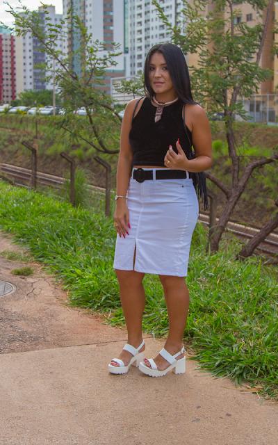 A saia jeans branca e seus diversos usos
