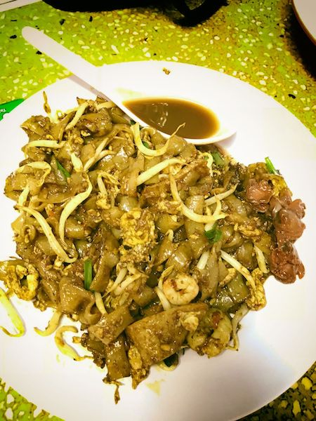 代表的なマレーシア中華料理のチャー・クエイ・テオ