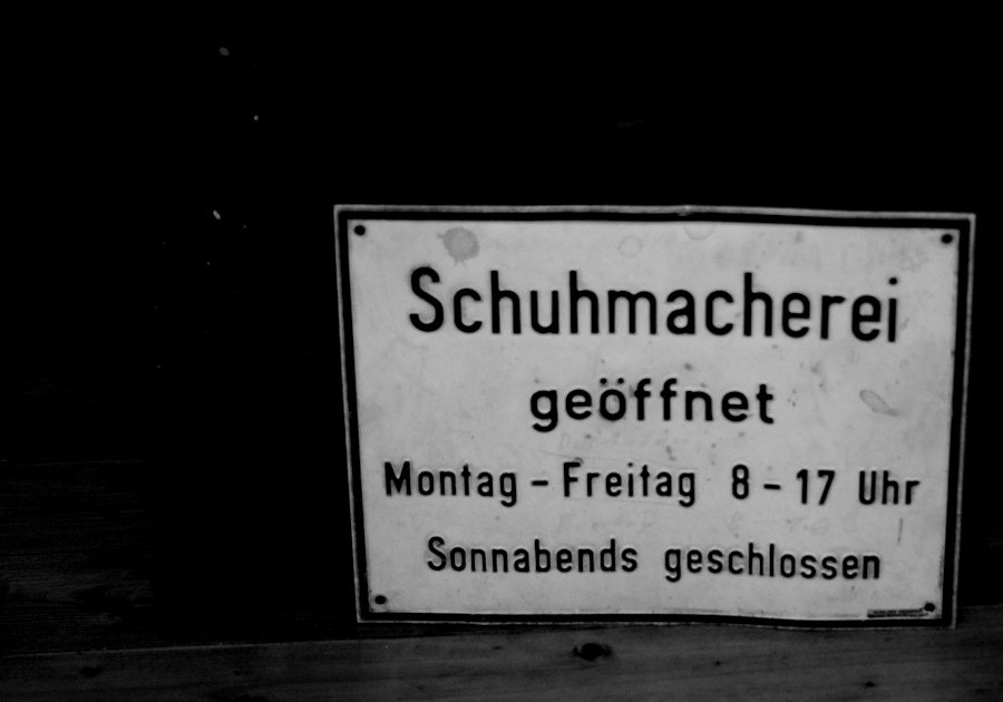 Blog + Fotografie | fim.works | Nachtansichten | Bielefeld Anstalt Bethel | Ausstellung BroSa | Schuhmacherei Öffnungszeiten