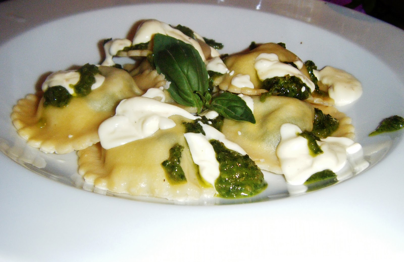 spinach and cheese ravioli with sage and garlic butter