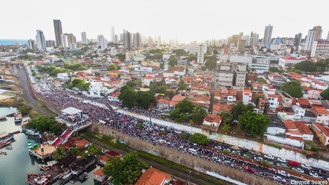 Milhares participam de missa campal em homenagem à padroeira de Natal