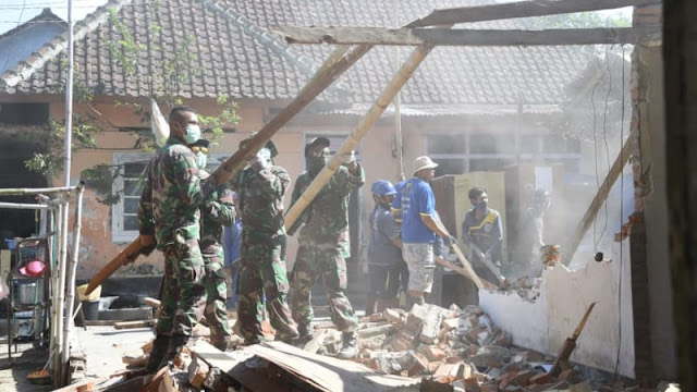 TNI Berhasil Bersihkan 74.092 Rumah Pasca Gempa dan Tsunami Palu