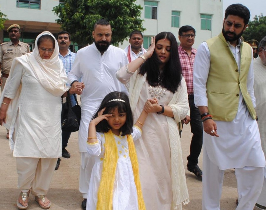 Aishwarya Rai visits Holy Sangam with Abhishek Bachchan to Immerse Late Father's Ashes