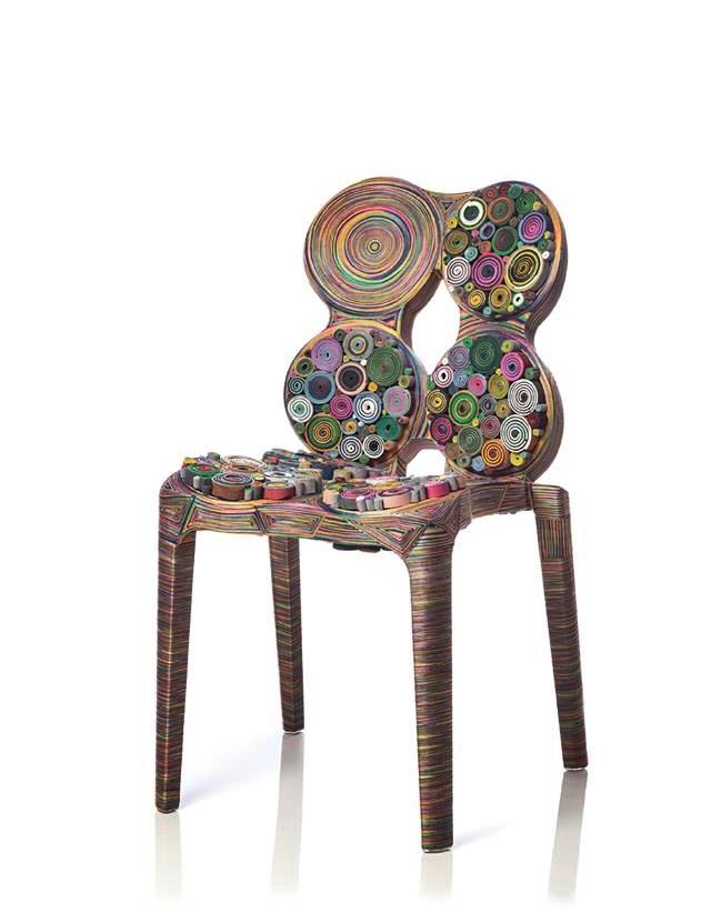 krzesło z papieru i kartonu