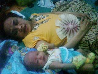 ibu dan cucu pertamanya