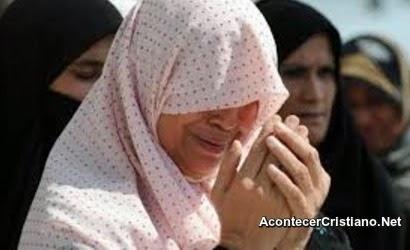 Islamistas radicales lapidan a una mujer por adulterio