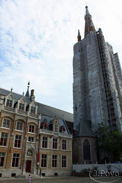 Onze-Lieve-Vrouwekerk Museo Gruuthuse de Brujas