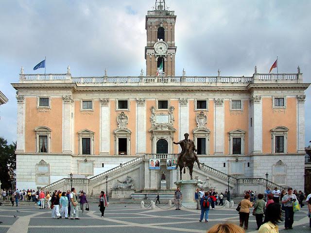 Piazza_del_Campidoglio.jpg