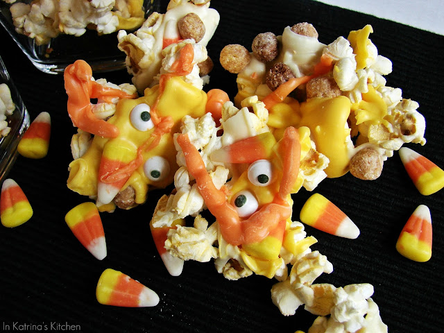 Monster Mash Popcorn Mix from @KatrinasKitchen
