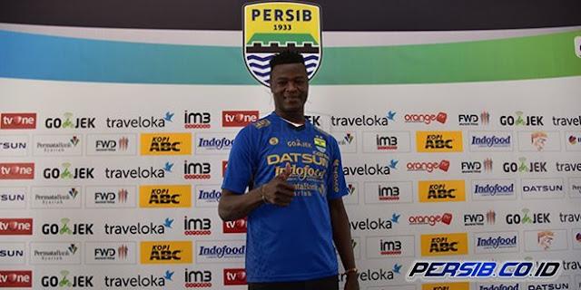 Ezechiel N'Douassel Termotivasi Essien di Persib Bandung