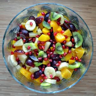 Znalezione obrazy dla zapytania sałatka owocowa