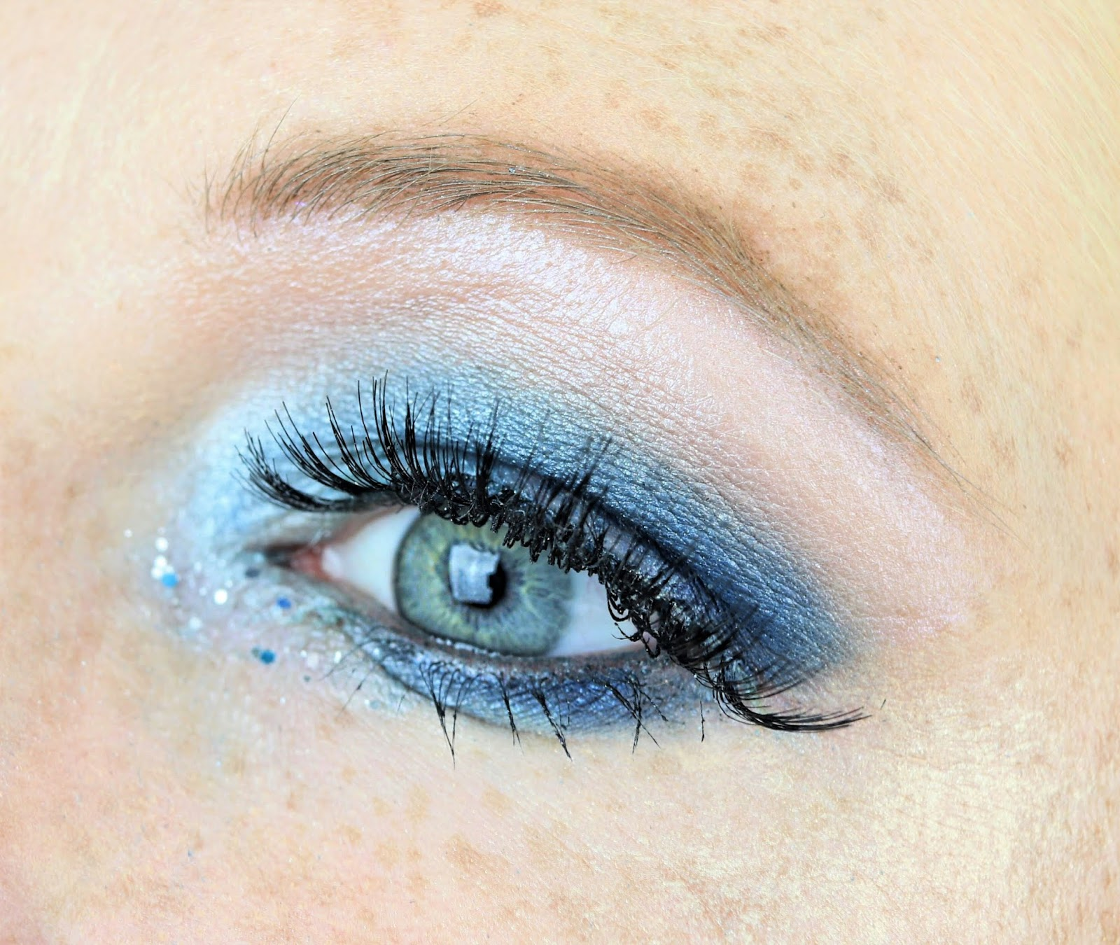 lidschatten 1×1 blau silber, blue silver, glitter, amu, lidschatten, colourpop, eyeshadow, essence, silvester look, make-up, talasia.de blogparade, primark fake lashes, liquid lipstick,