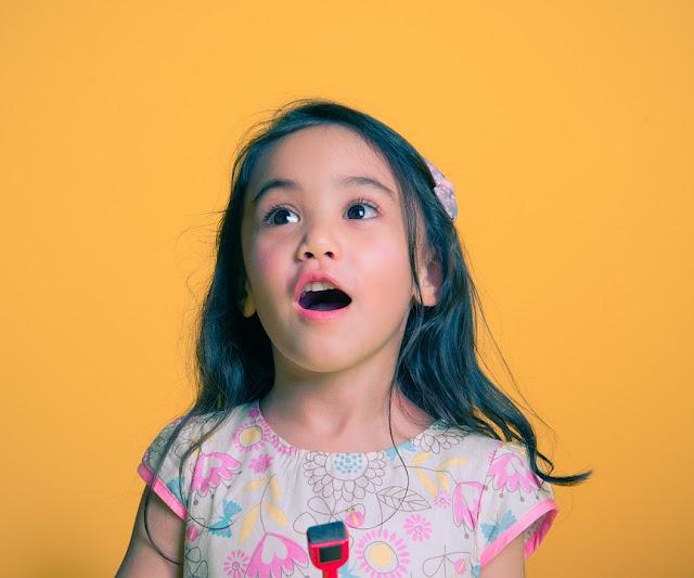 Apa Saja Penyebab Anak Terlambat Berbicara?