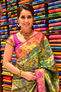 Raashi Khanna in colorful Saree looks stunning at inauguration of South India Shopping Mall at Madinaguda ~  Exclusive Celebrities Galleries 002