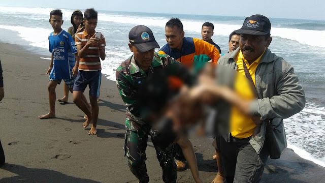 Ayah dan Anak hanyut Terseret Ombak di Pantai Lembupurwo