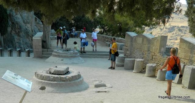 Fortificações dos Cruzados em Lindos, na Ilha de Rodes, Grécia