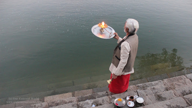 Aarti at Betwa River, Orchha