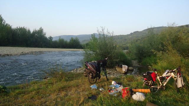Горная река в Карпатах