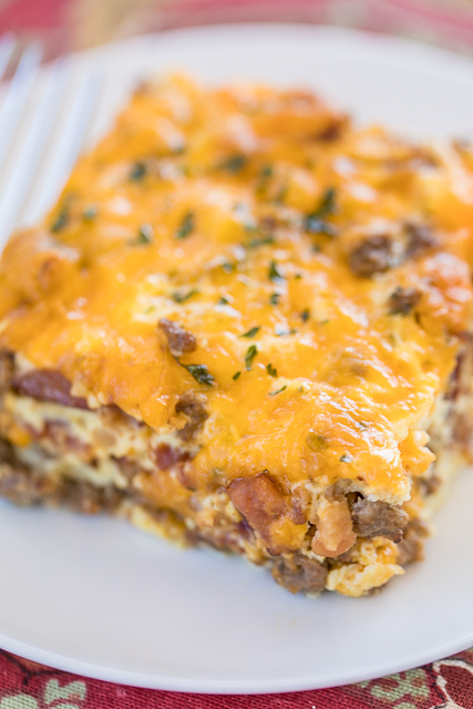 Low Carb Bacon Cheeseburger Casserole - low on carbs but high on taste! SO good! Everyone cleaned their plate and asked for seconds!! Ground beef, bacon, ketchup, mustard, onion, Ranch, cheddar cheese, eggs, milk and sour cream. It is like a quiche without the crust. Ready in 30 minutes. Can make ahead and refrigerate or freeze for later. #casserole #freezermeal