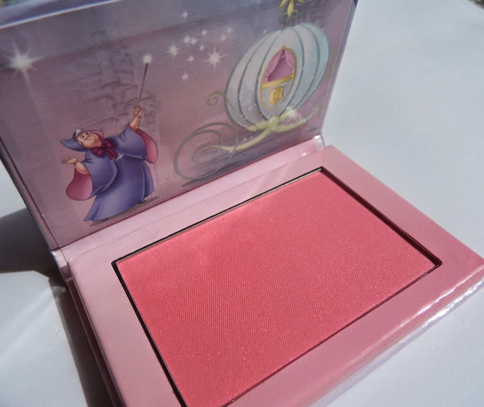 essence-cinderella-limited-edition-blush-01-so-this-is-love-picture