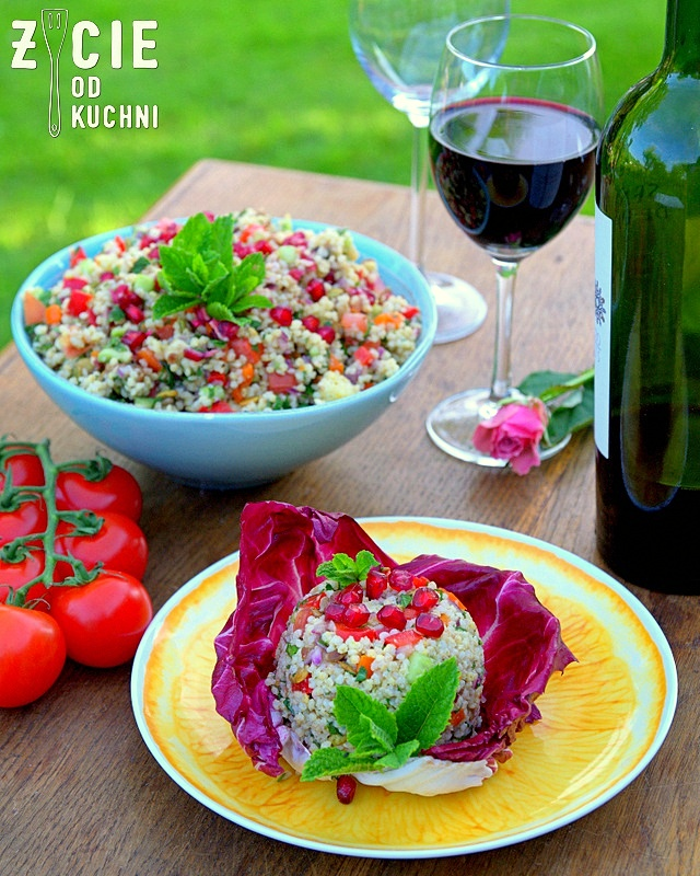 salatka, kasza jaglana, granat, awokado, salatka z granatem, salatka z awokado, pestki z dyni, pestki slonecznika, czerwone wino, przyjecie w ogrodzie, grill, co do grilla, salatka do pracy, dieta, zdrowa dieta, fit, salatka do grilla,majowka, mieta, blog, zycie od kuchni