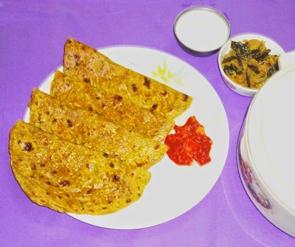 lauki paratha in a serving plate