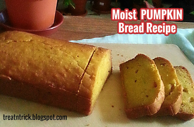 Moist Pumpkin Bread Recipe @ treatntrick.blogspot.com