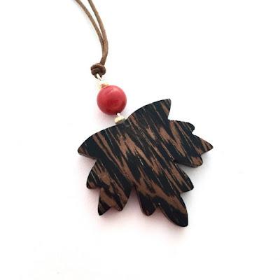 collar artesanal de madera aclamader