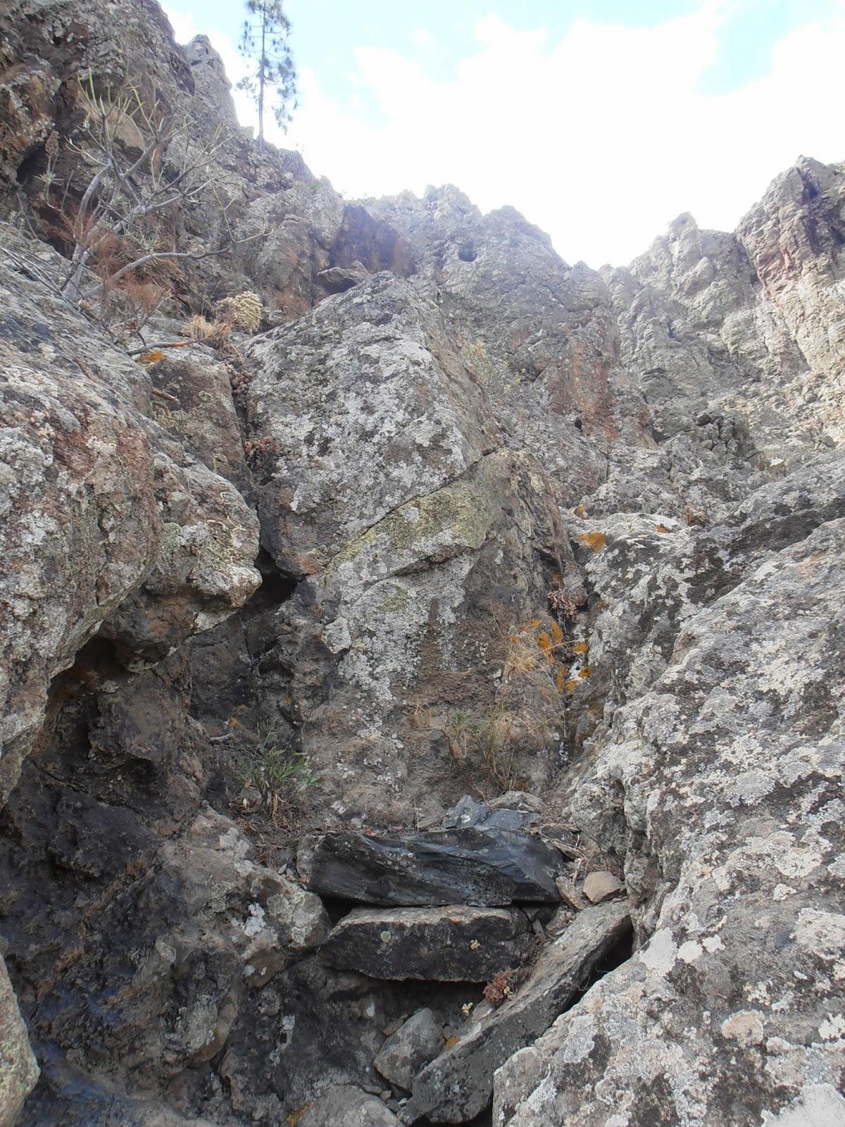Escalón de dos piedras mencionado