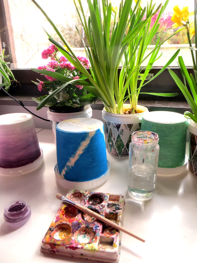 Gradient and Tribal Flower Pots Recycle DIY. Paint old yogurt buckets with acrylic paints to turn them into cute flower pots or pen holders.