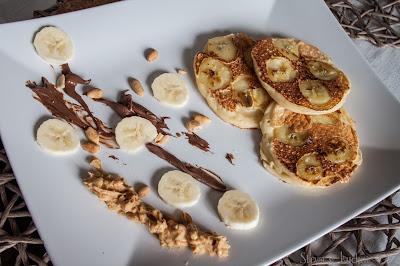 placki jogurtowe z bananami