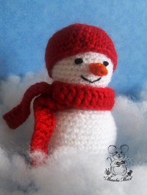 маленький вязаный снеговичок, простой снеговик крючком, мышка мося