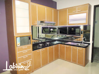 Hasil gambar untuk kitchen set malang labirin interior