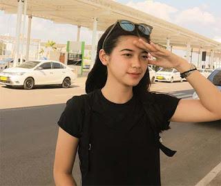 Arifah Lubai Pakai Baju Hitam
