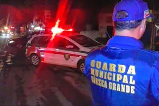 Meliantes são presos pela Guarda Municipal de Várzea Grande (MT) escondidos dentro de guarda-roupas em loja