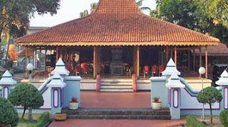 Provinsi Jawa Timur berbatasan dengan Laut Jawa di utara Mengupas Kebudayaan Jawa Timur Yang Beragam