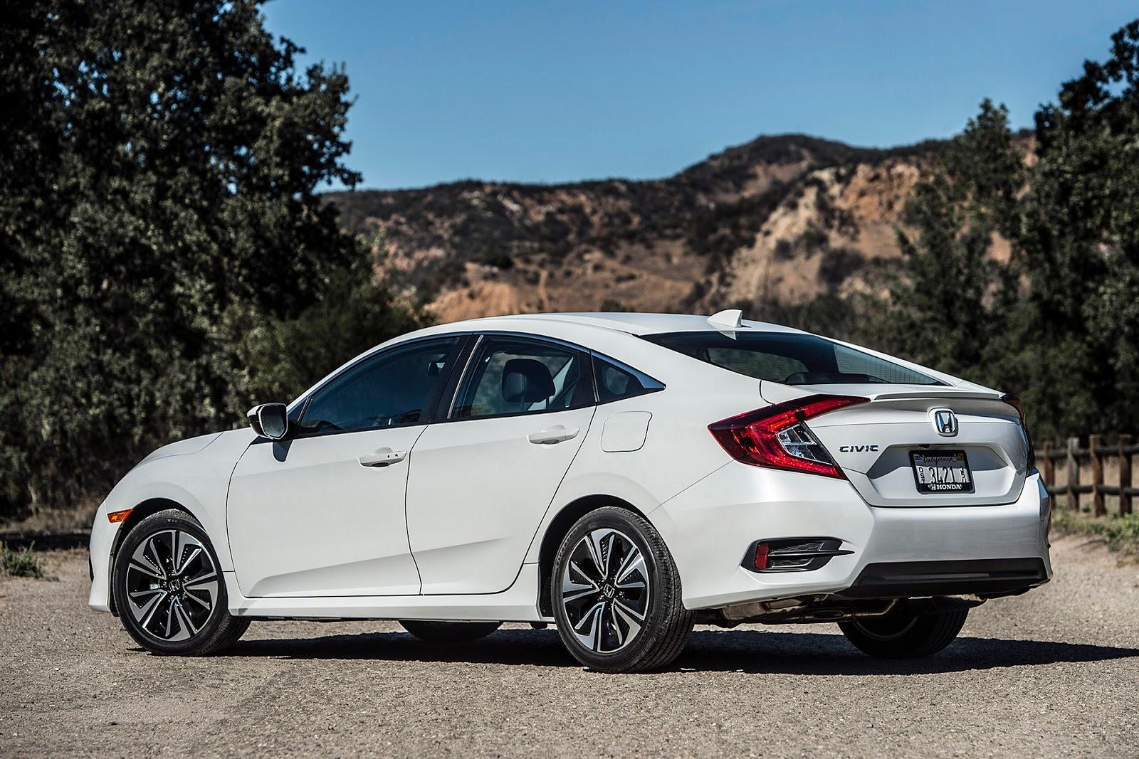 Tuy là dòng xe nhỏ, nhưng Honda Civic 2016 lại vô cùng rộng rãi, thanh thoát
