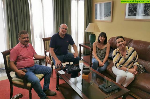Anselmo Pestana analiza con el gobierno de Fuencaliente futuras acciones para el municipio