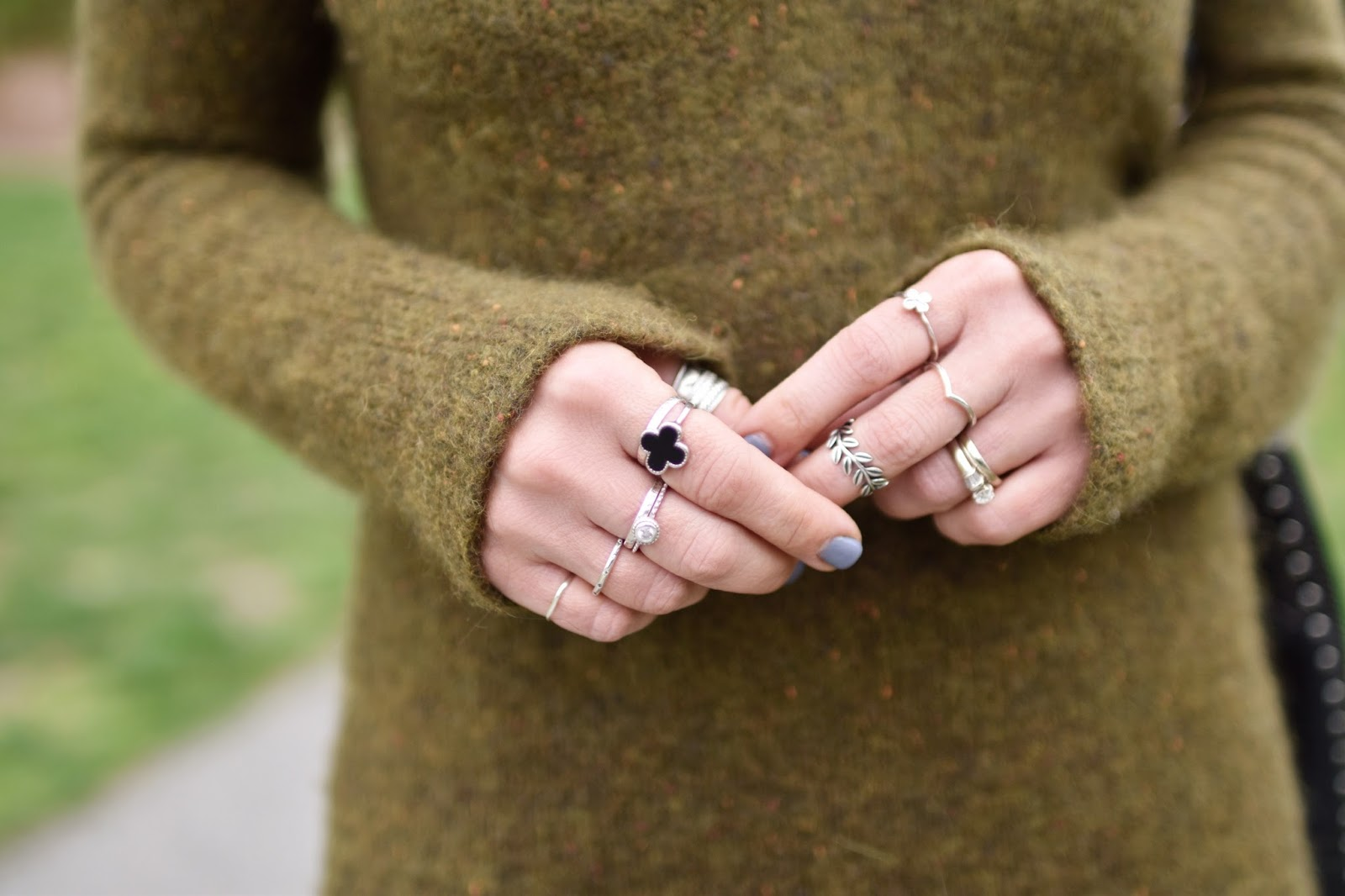 Monika Faulkner outfit inspiration - Aritzia olive sweater, stacked rings