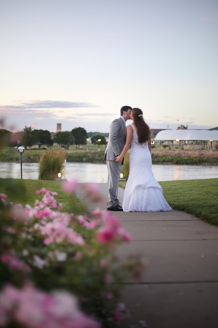 Marina Inn SIoux City wedding photograph